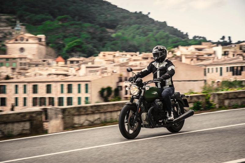 Letnie zestawy na motocykl - 4 propozycje na upały