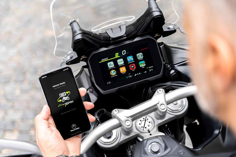 Bosch MySpin, czyli aplikacje ze smartfona w kokpicie motocykla!