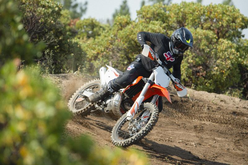 Profesjonalny kask do enduro i motocross: Fox V3