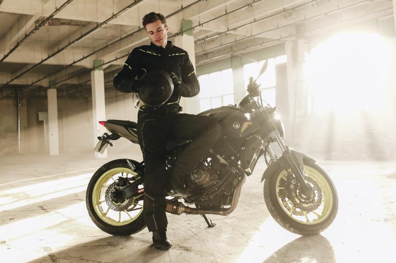 Czy można dobrze ubrać się na motocykl za 2 tys. zł? Sprawdzamy