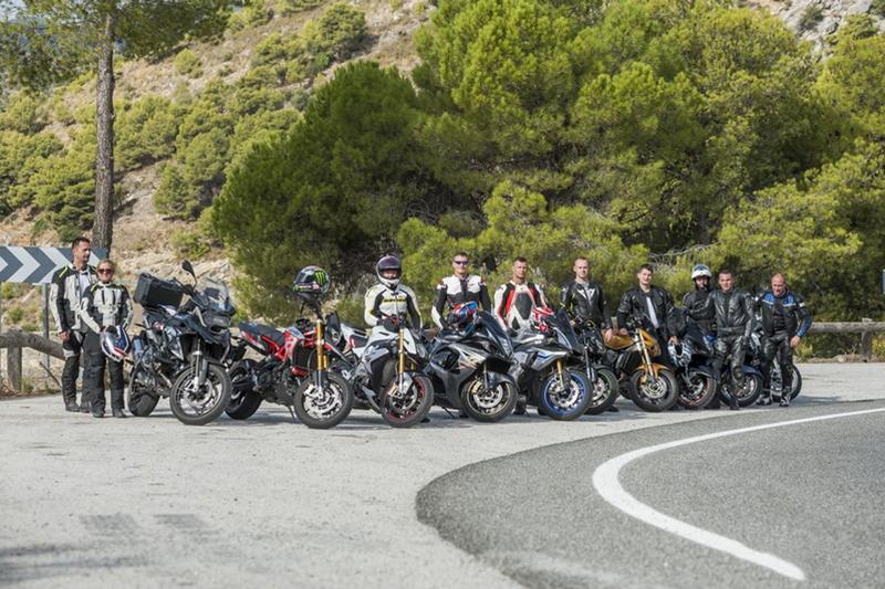 Jak jeździć motocyklem w grupie. 9 ważnych zasad