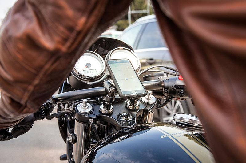 Jak zamocować telefon do motocykla? Poznajcie system SP Connect