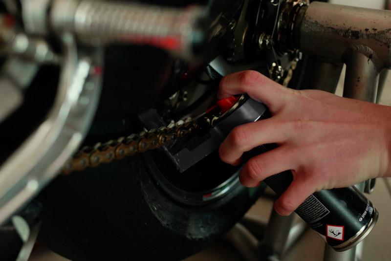 Jaki smar do łańcucha motocyklowego kupić? Nowa generacja smarów - S100