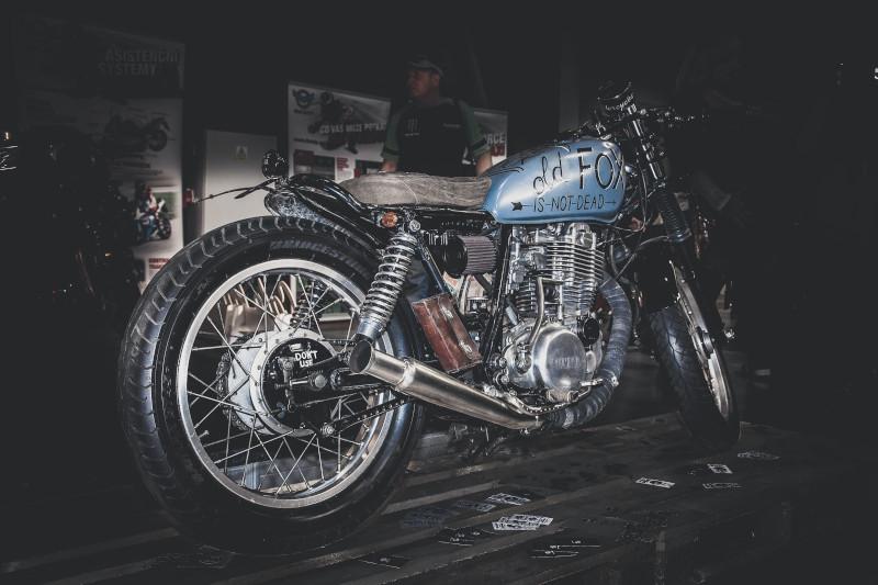 Stare motocykle. Co warto kupić i ile kosztuje renowacja motocykla