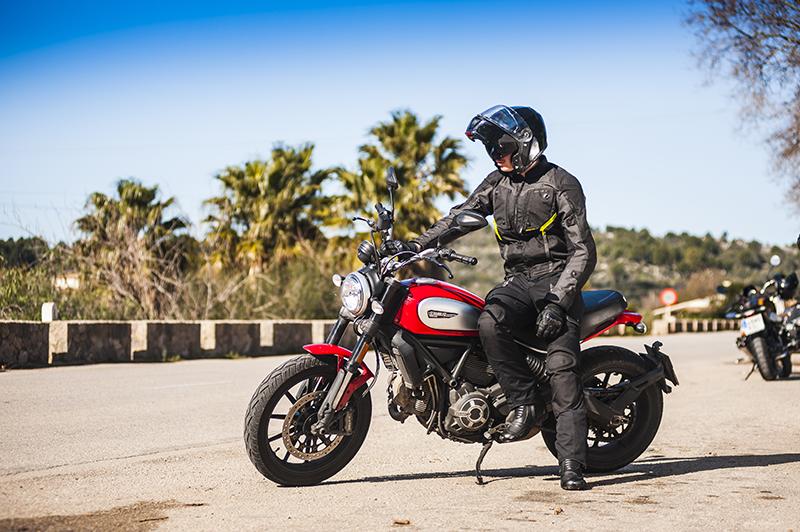 Tekstylna kurtka motocyklowa. 4 propozycje na sezon