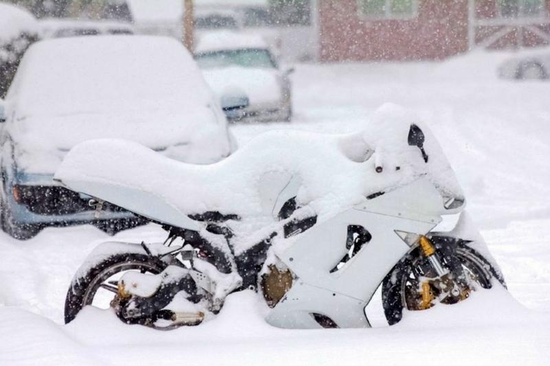 Gdzie przezimować motocykl? Lista sprawdzonych miejsc
