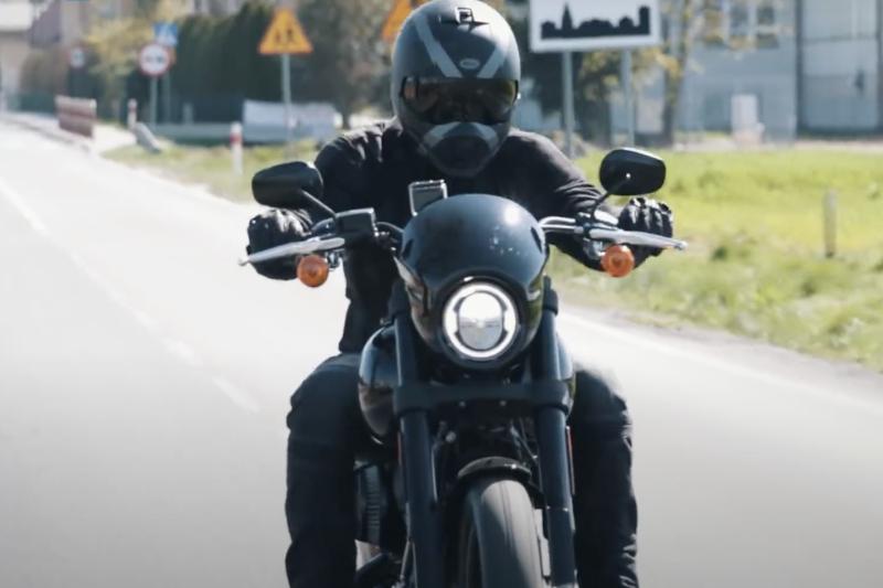 Jak ubrać się jak badass na motocykl? [MOTOBANDA]