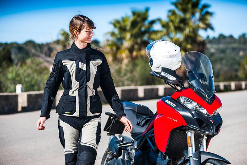 Damskie motocyklowe kurtki turystyczne. 4 kuszące propozycje
