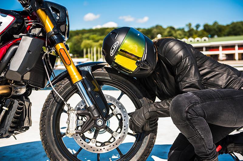 Jak wytrzymać do sezonu motocyklowego? Motocykliści radzą