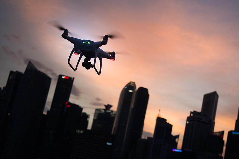 Atak z powietrza. Policja wystawi mandat na podstawie nagrania z drona