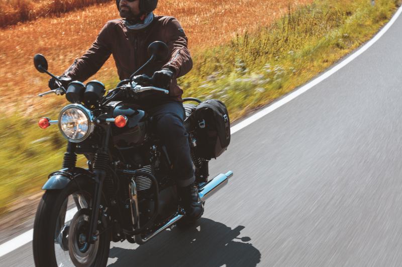 Jak spakować mały bagaż na motocykl? Rollbag, tailbag, tankbag?