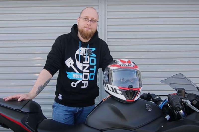 HJC i70: Najpopularniejszy motocyklowy kask szosowy na rynku? [Motobanda]