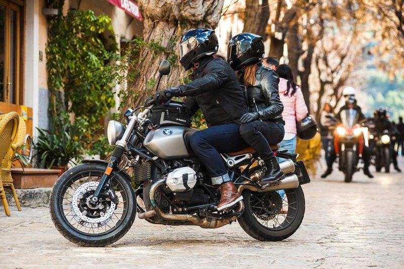 Jak dobrać rozmiar kasku motocyklowego? Jak dopasować kask?