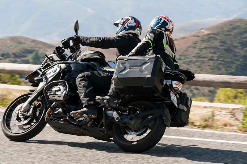 Jak spakować się na motocykl? Sprawdź nasz poradnik!