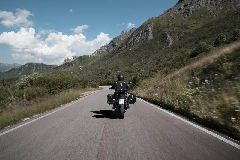 Jakie kufry motocyklowe kupić, by były dobre, trwałe i pojemne?