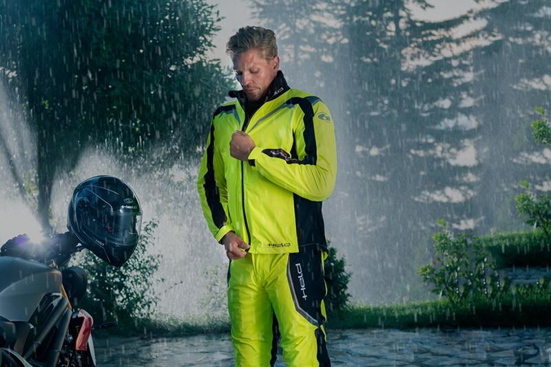 Membrana czy przeciwdeszczówka. Co lepsze na deszcz?