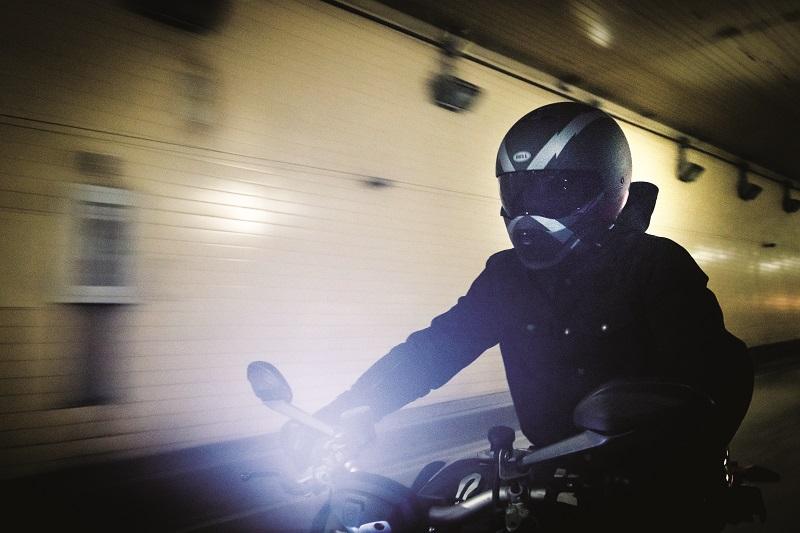 Kask motocyklowy Bell Broozer - streetfighter z podwójną homologacją