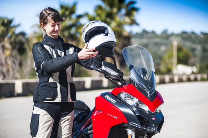 Jaki kask motocyklowy do 500 zł? Oto 4 atrakcyjne modele w niskich cenach