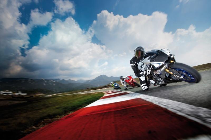 Najciekawsze motocyklowe kombinezony dwuczęściowe sezonu 2019