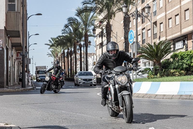 Skórzana motocyklowa kurtka na nakeda - 3 mocne propozycje