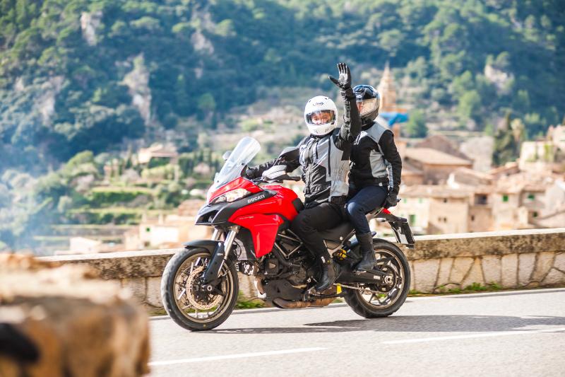 LwG - motocyklistów pozdrawiamy w każdej sytuacji. Poza kilkoma wyjątkowymi...