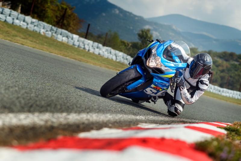 Motocyklem na tor. 10 najważniejszych wskazówek
