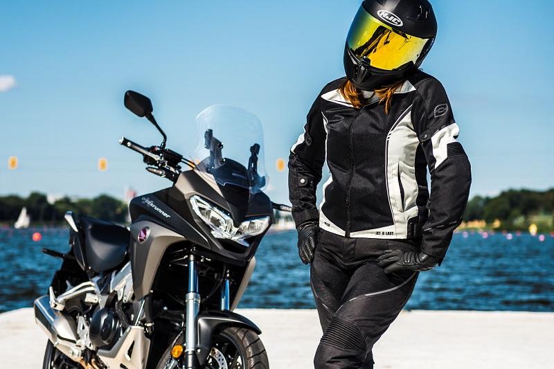 Jaką damską kurtkę motocyklową wybrać? 2 mocne propozycje