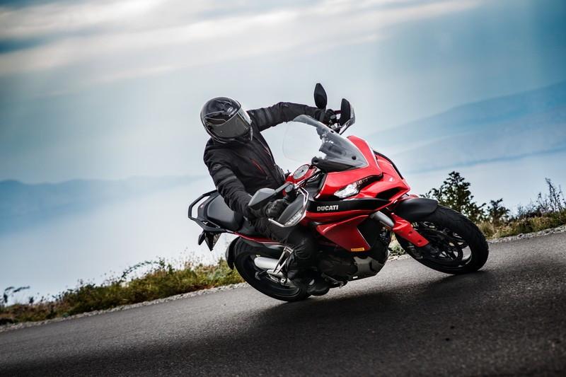 Prawidłowa pozycja na motocyklu. 6 podstaw