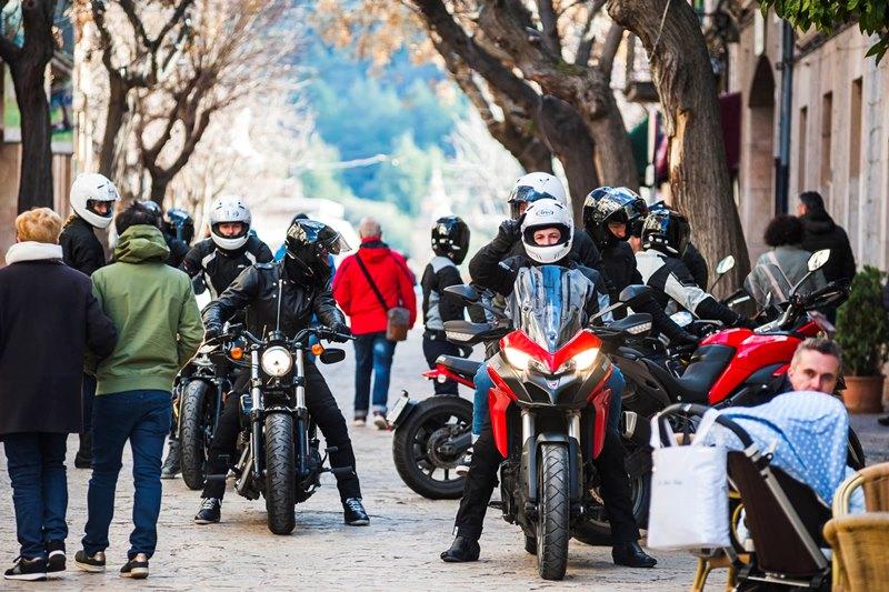 Jak zacząć jeździć na motocyklu? Porady (nieco przemądrzałych) praktyków