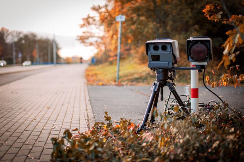 Przekroczenie prędkości o 50, fotoradar zrobił zdjęcie - jakie są konsekwencje?