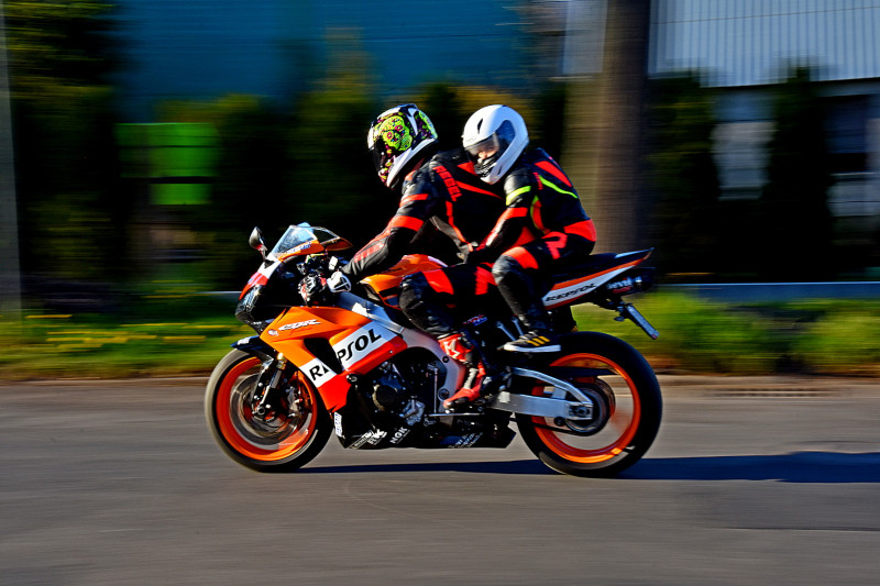Przewożenie dziecka na motocyklu - co na to przepisy?
