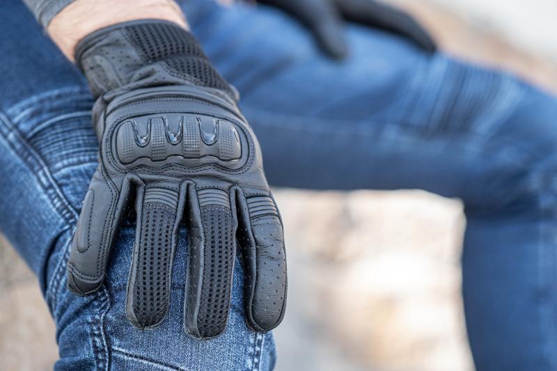 Rękawice motocyklowe idealne na miasto. 5 mocnych typów