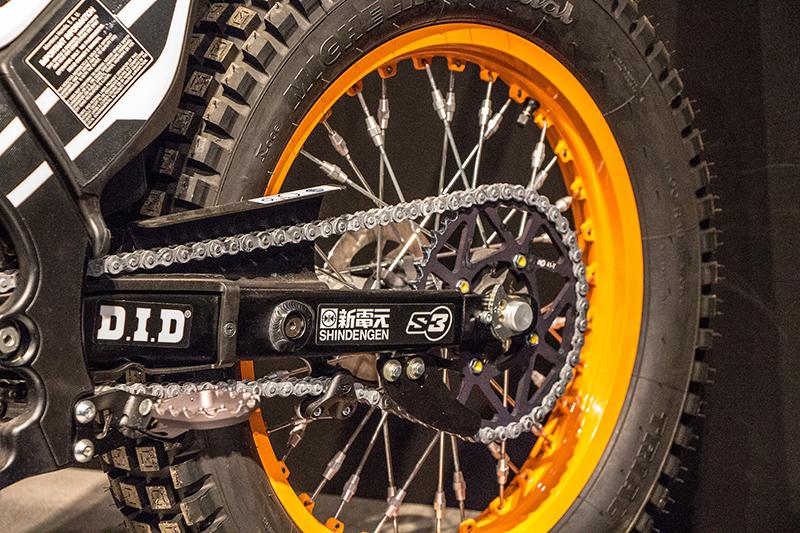 Smarowanie i czyszczenie łańcucha w motocyklu. Garść porad