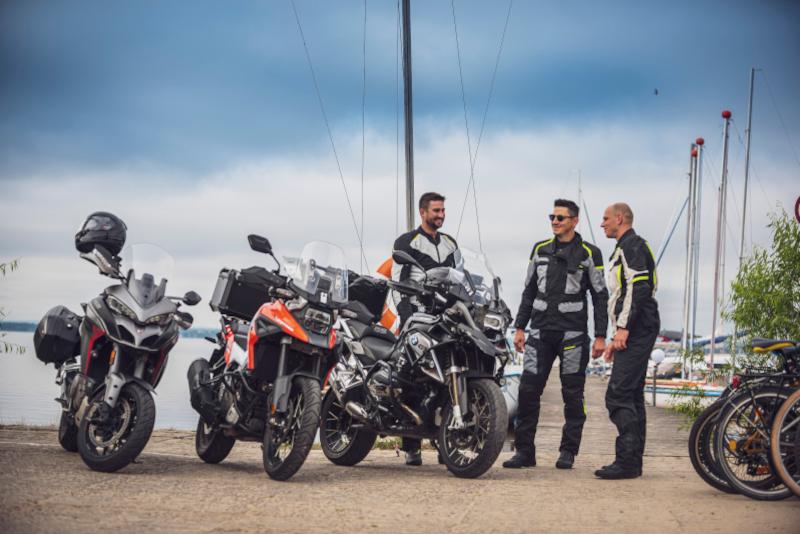 Wyprawy motocyklowe: jak zorganizować transport lub wynajęcie motocykla?