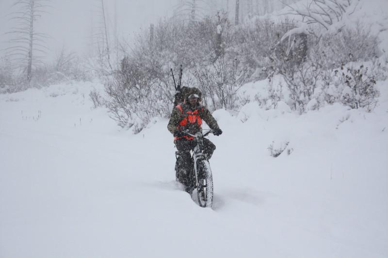 Jak przygotować motocykl do zimy? Zimowy postój - w garażu lub pod chmurką